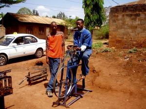 jóvenes tanzanos